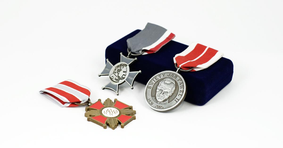 Custom Key chains | Custom Medals | Custom Enamel Pins